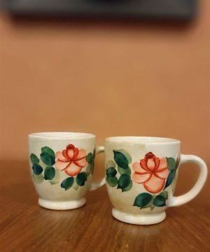 فنجان گل سرخی بلند دسته دار