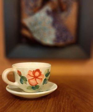 فنجان و نعلبکی گل سرخی متوسط