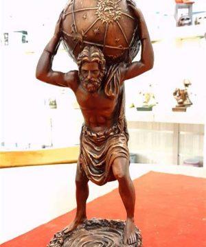 مجسمه مرد طالع بین قهوه ای