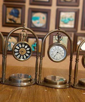 ساعت اویز و قطب نما