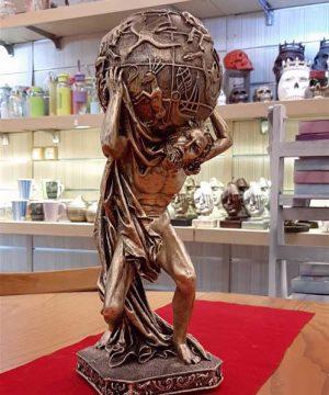 مجسمه مرد طالع بین ۲طلایی