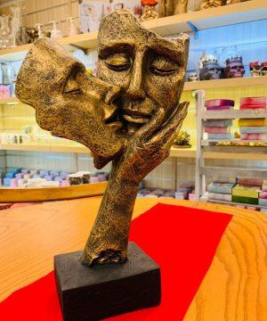مجسمه بوسه ۲ طلایی