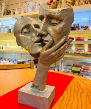 مجسمه بوسه ۲ نقرابی