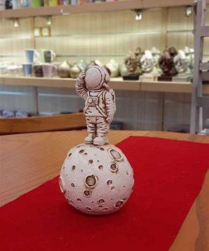 فضانورد سفید