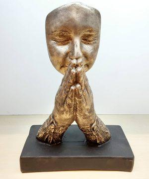 مجسمه 530 دعا خوان طلایی
