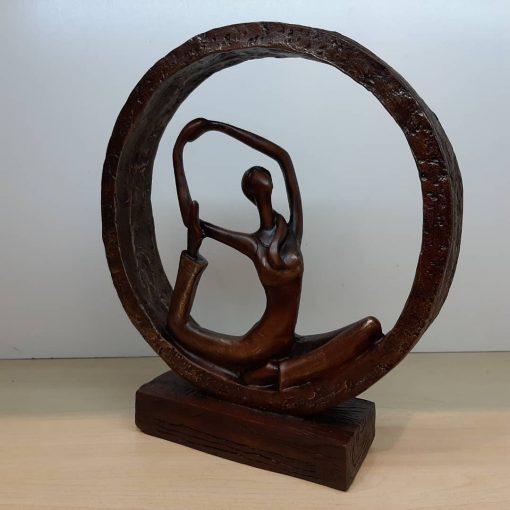 مجسمه یوگا 3 قهوه ای