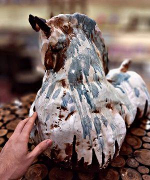 مجسمه اسب بزرگ سفالی